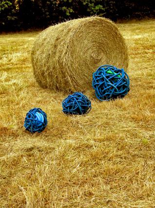 BOULE-bleu-foin-W